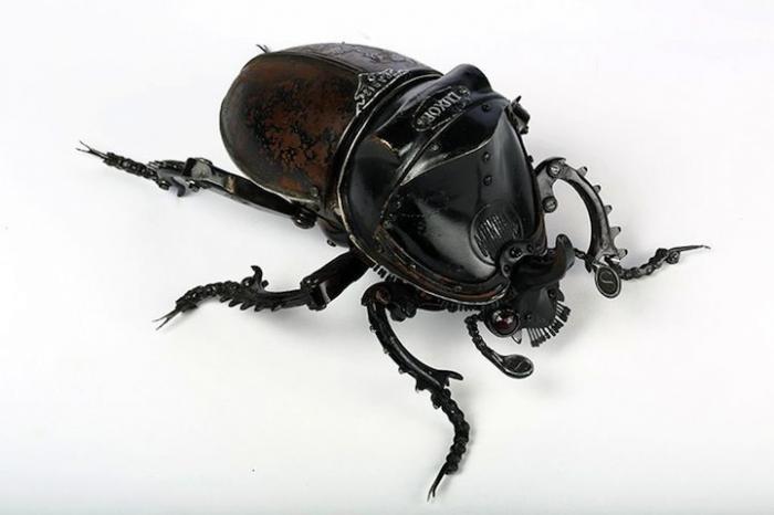 Механические насекомые из промышленного мусора