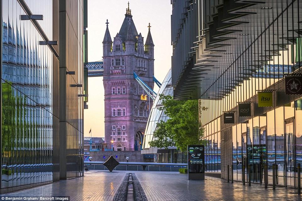 Пустующий Лондон в предрассветные часы