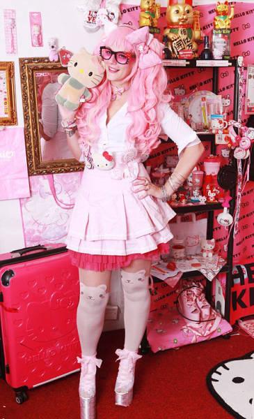 Самая преданная фанатка Hello Kitty