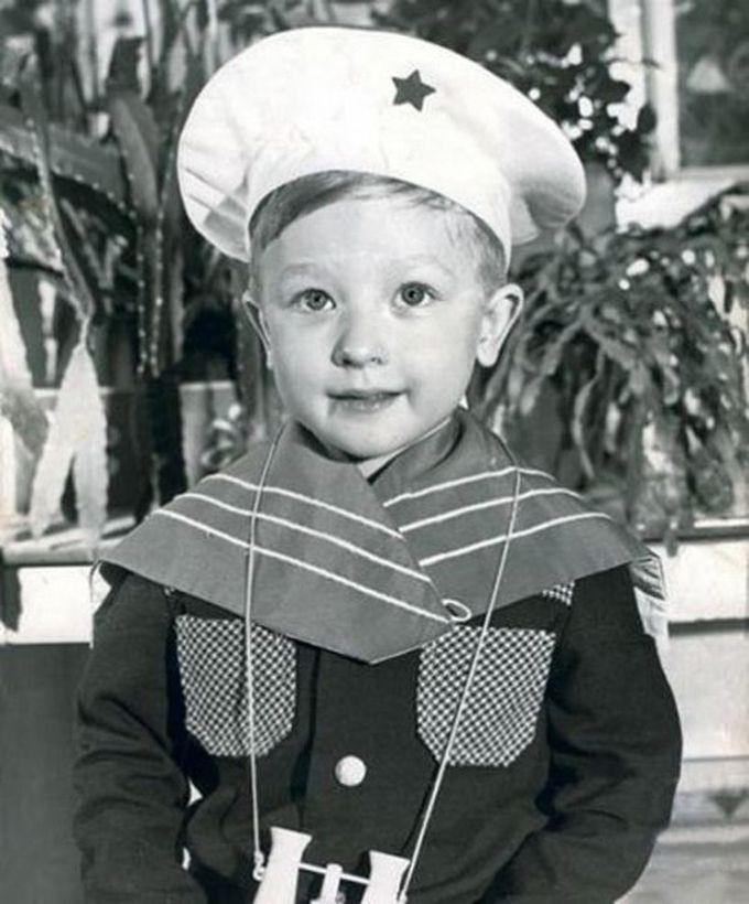 Старые фотографии российских звёзд в детстве
