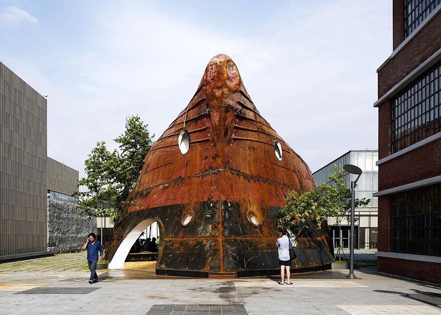 Павильон из ржавого корабля в Сеуле