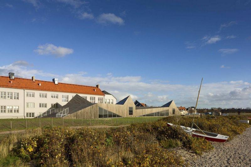 Современный детский сад на пляже в Швеции