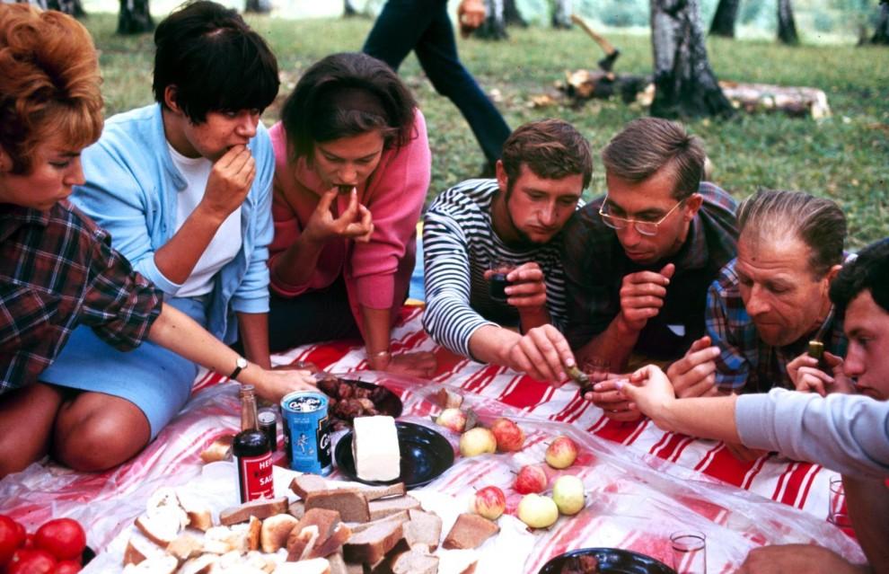 Как проводила лето советская молодёжь в 1960-х годах