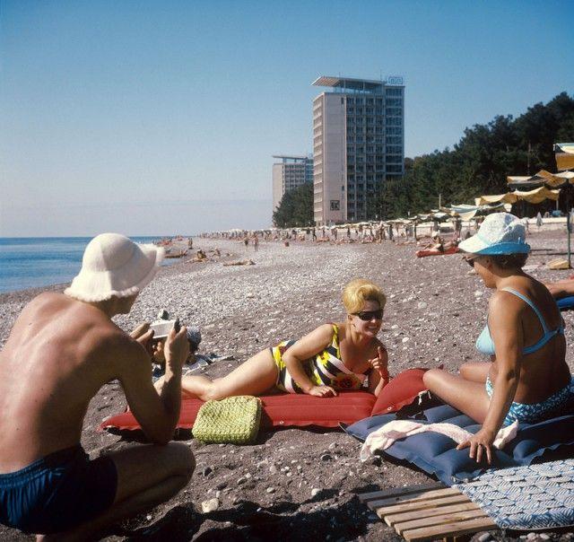Каким мог бы быть Instagram гражданина СССР, вернувшегося из отпуска