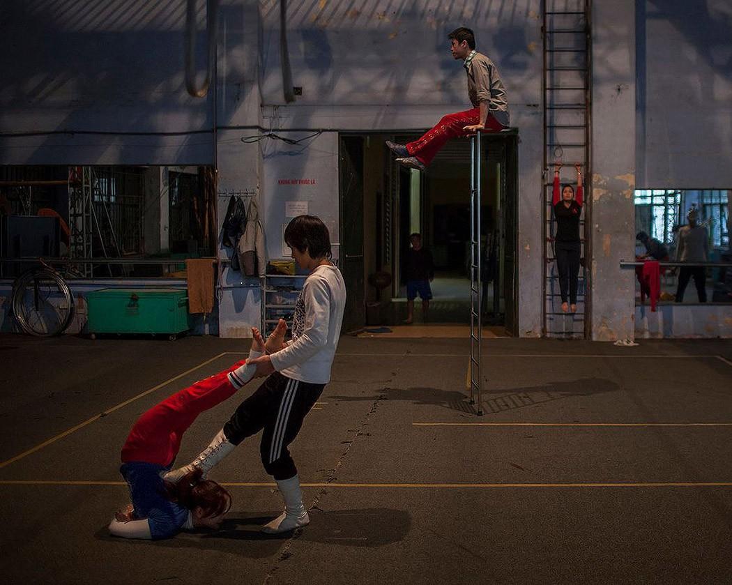 Быть в образе: тяжелые будни вьетнамских циркачей