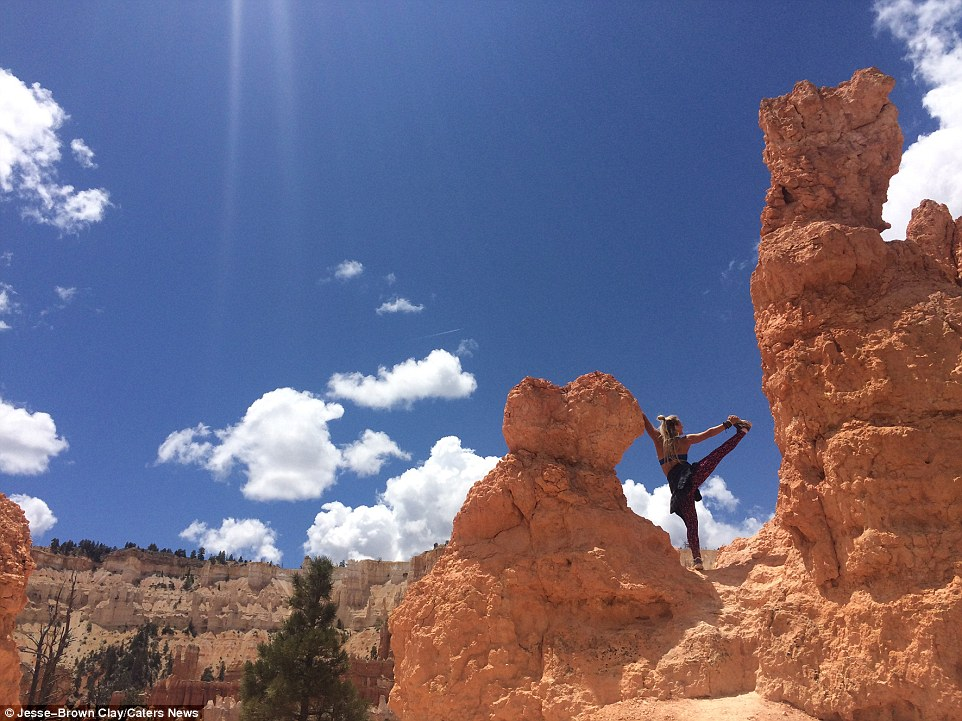 Прелестная инструктор по йоге путешествует по миру