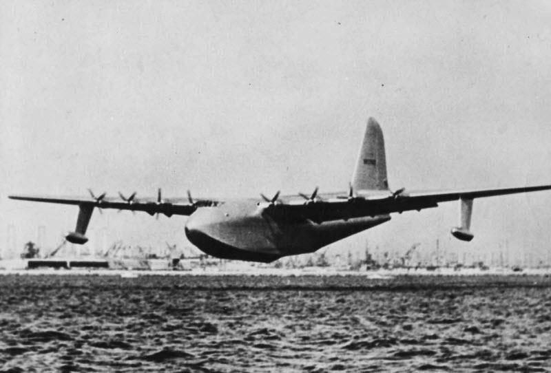 Самый большой самолет из дерева в истории