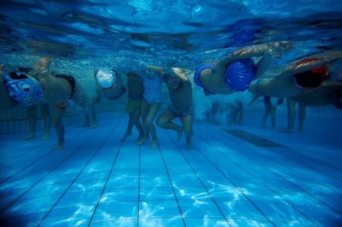 Занятия детей по плаванью в Китае