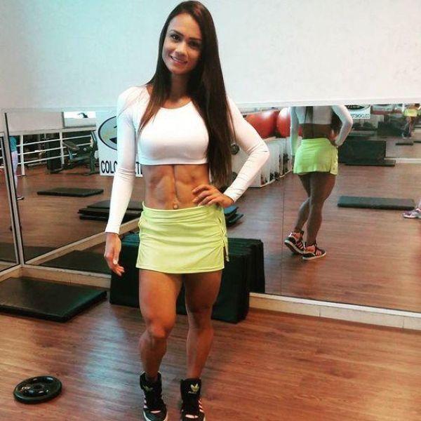 Любимое упражнение этой бразильской фитнес-модели - приседания