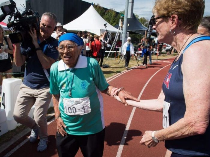 100-летняя жительница Индии приняла участие в массовом забеге в Канаде