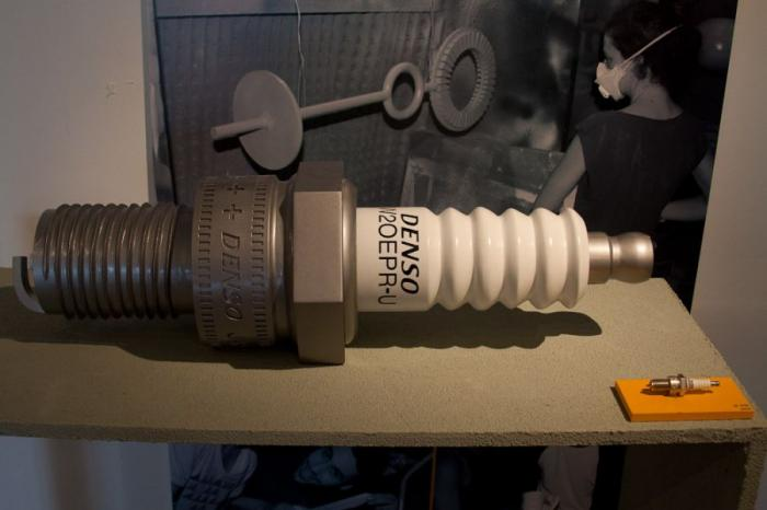 Большие предметы на выставке студентов факультета промышленного дизайна
