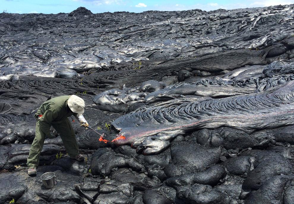 Потоки лавы из вулкана Килауэа на Гавайях