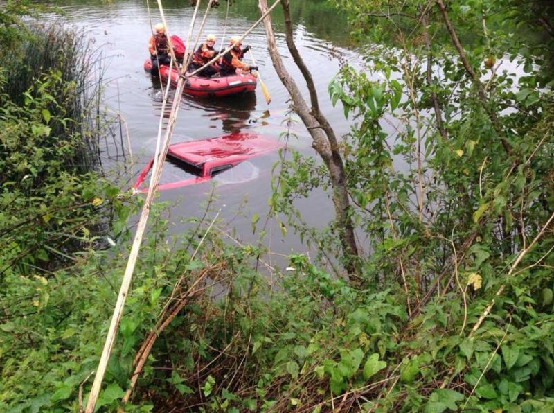 Абсурдное ДТП: прогулочная лодка столкнулась с внедорожником