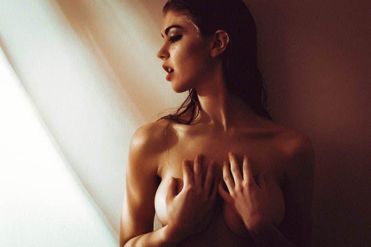 Гламурная серия эротических фотографий