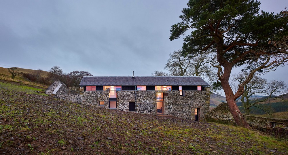 Современный дом в стенах старинной мельницы