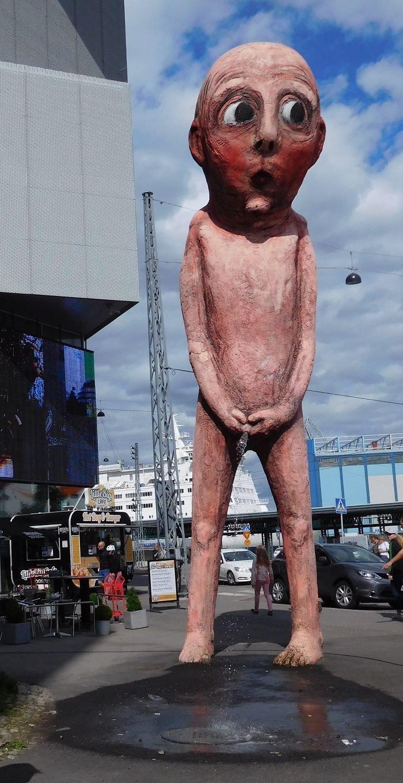 Странные и причудливые скульптуры со всего мира
