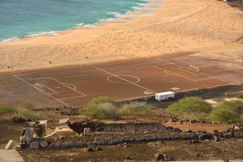 Удивительные футбольные поля со всего мира