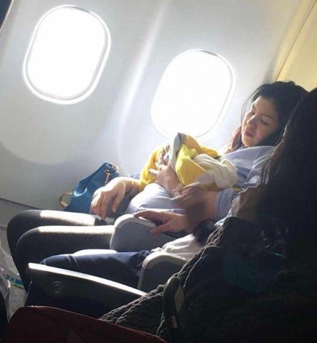 Авиакомпания сделала щедрый подарок девочке, родившейся во время полета
