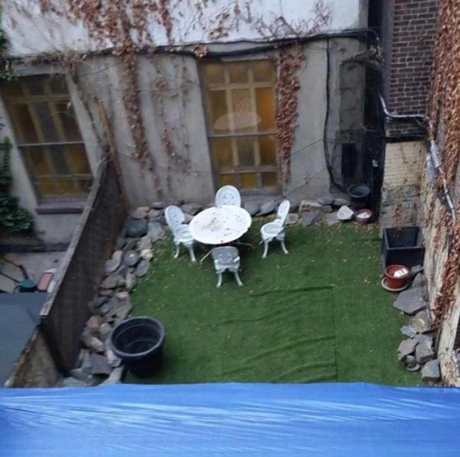 Муляж заднего дворика, чтобы замаскировать стройку
