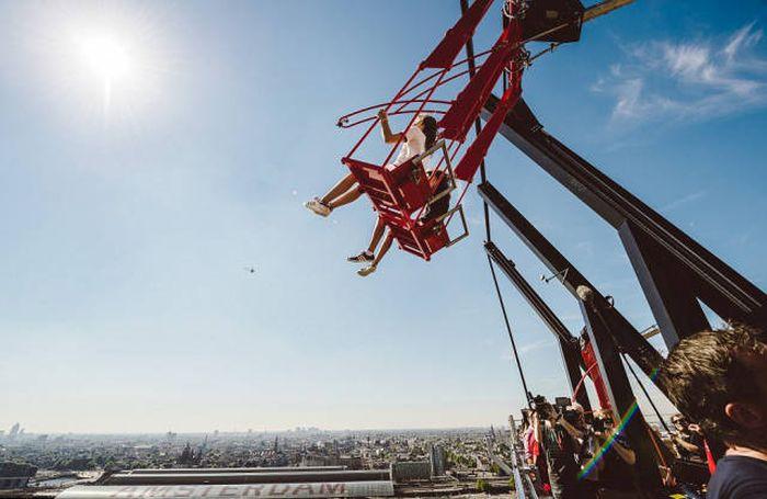 В Амстердаме появились самые высокие в Европе качели