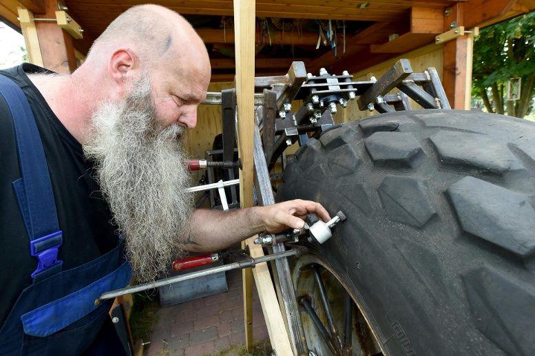 Умелец из Германии смастерил самый тяжелый в мире велосипед