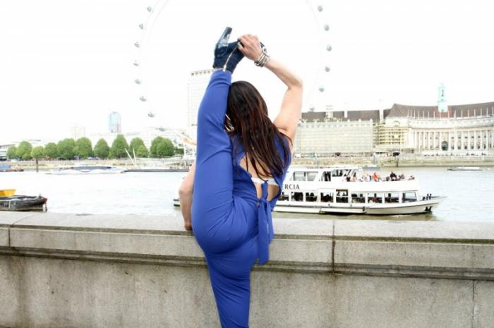 Невероятно гибкая девушка — Лейлани Франко