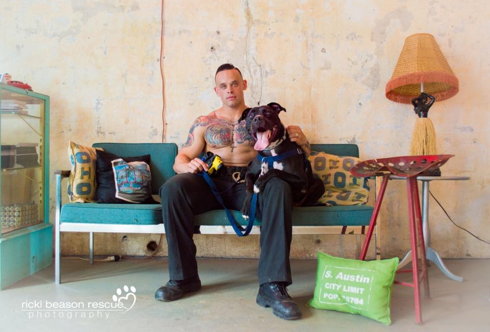 Горячие техасские парни разделись для бездомных собак из приюта
