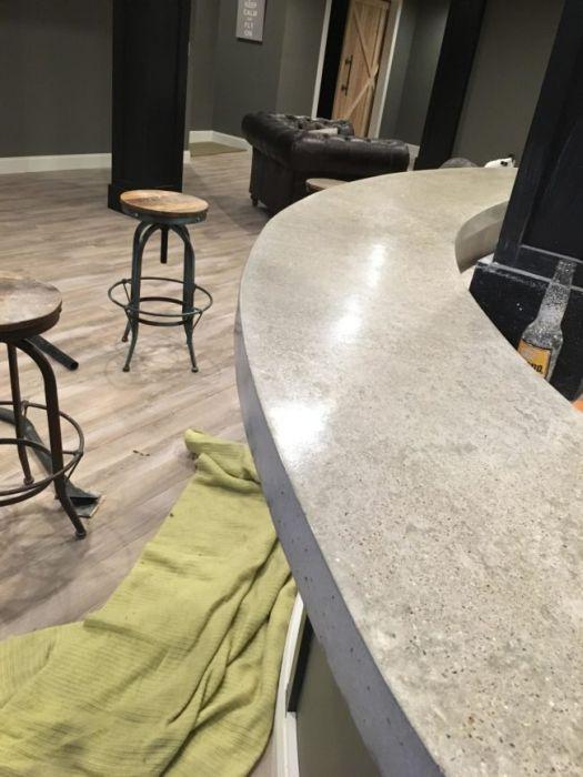 Крутой бар в собственном подвале