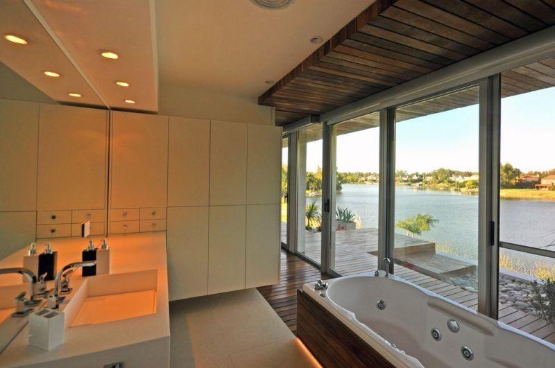 Дом на берегу озера в Аргентине