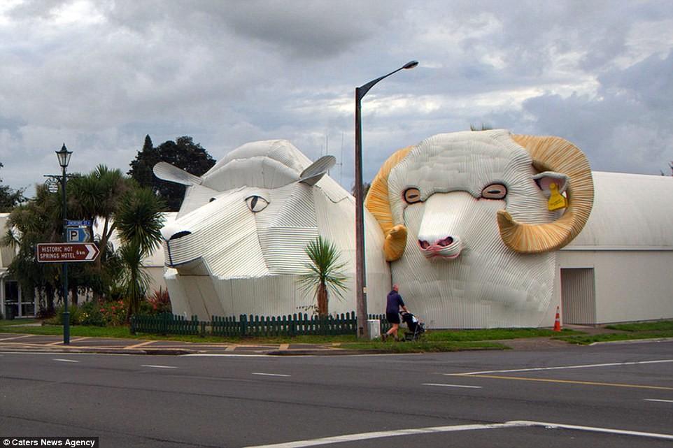 Дом-слон и другие необычные здания в виде животных со всего мира
