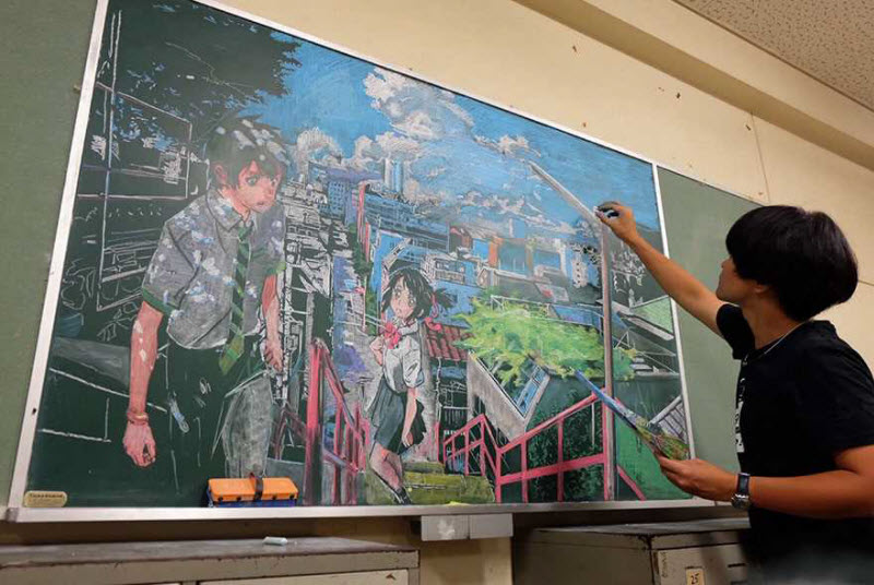 Японский учитель удивляет потрясающими картинами мелом