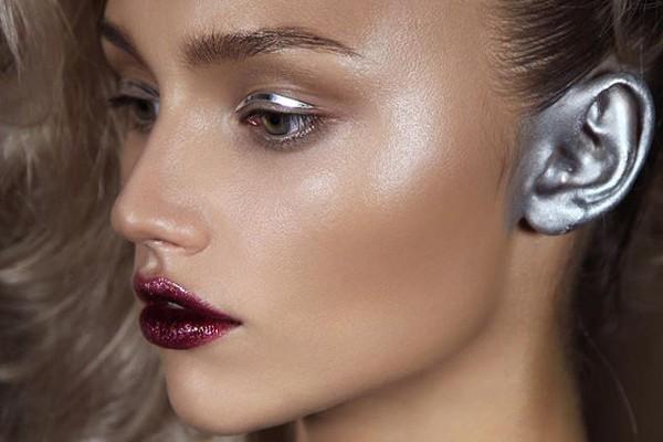 Макияж ушей — новая модная тенденция