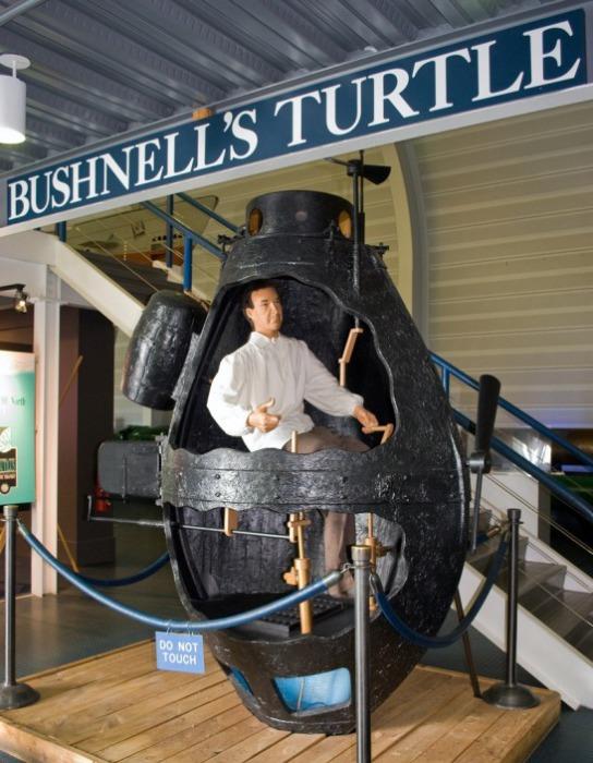 Первая в мире военная подводная лодка