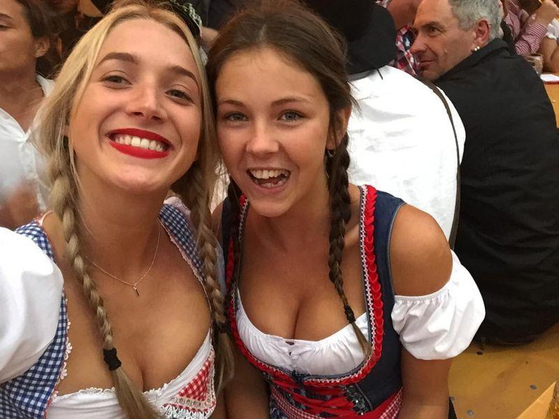 Задорные девушки на Октоберфесте-2016