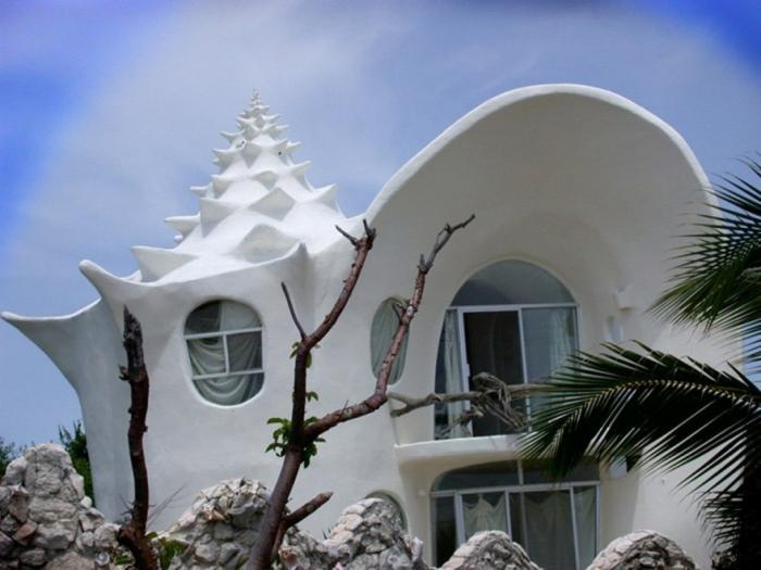 Дом-ракушка на острове в Карибском море