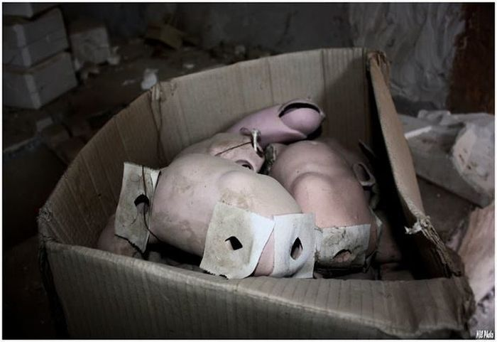 На заброшенном кукольном заводе