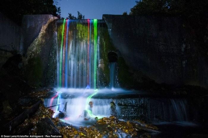 Неоновые водопады