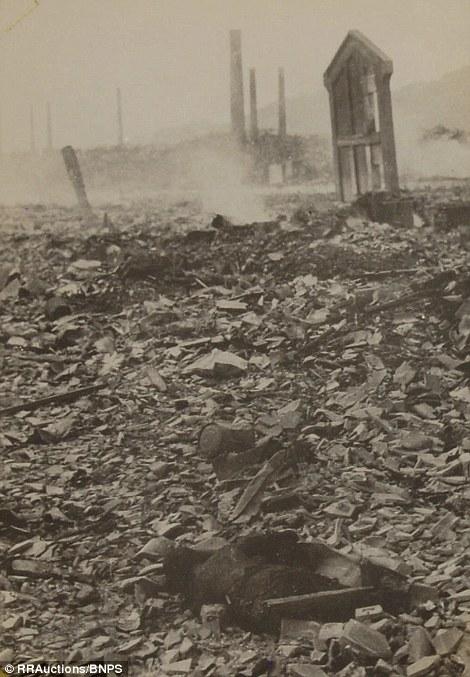 Конфискованные фотографии разрушенного ядерной бомбой Нагасаки