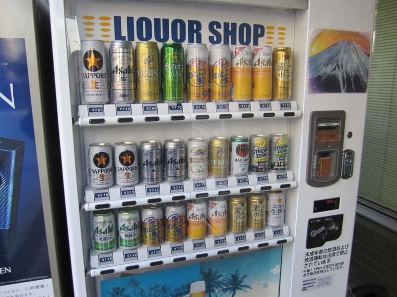 15 неожиданных вещей, которые в Японии можно купить через автомат