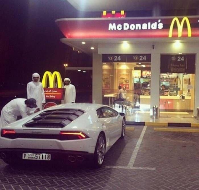 Мажоры Дубая тоже пляшут на деньгах