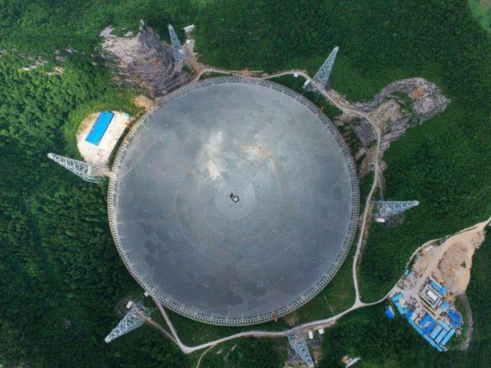 В Китае запущен в эксплуатацию самый большой в мире радиотелескоп