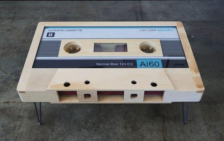 Креативные столы в форме аудиокассет