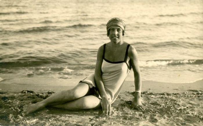 Купальщицы крымских пляжей в 20-50 годы XX века