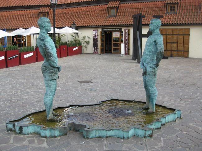 29 отвратительных и нелепых статуй со всего света