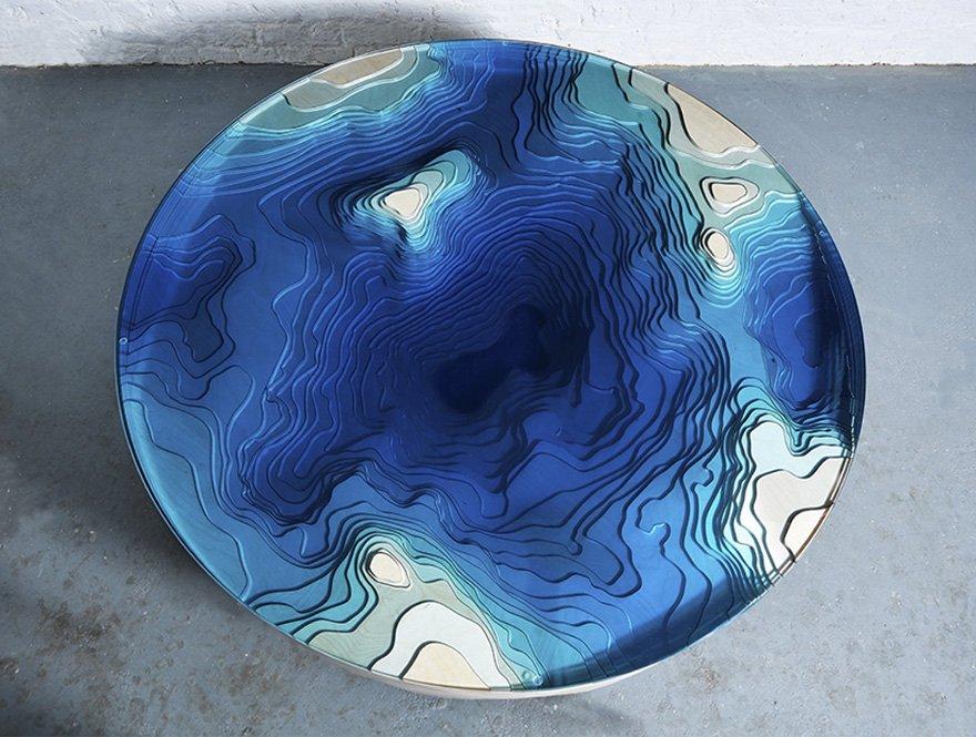 Завораживающий стол из стекла и дерева