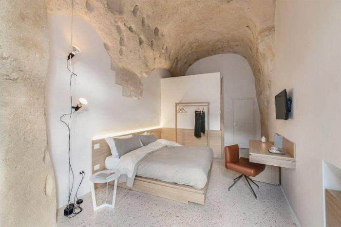 Итальянский отель в скале
