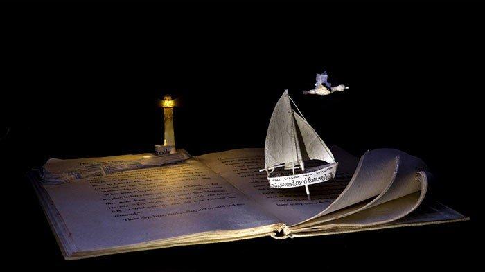 Художник превращает старые книги в сказочные царства
