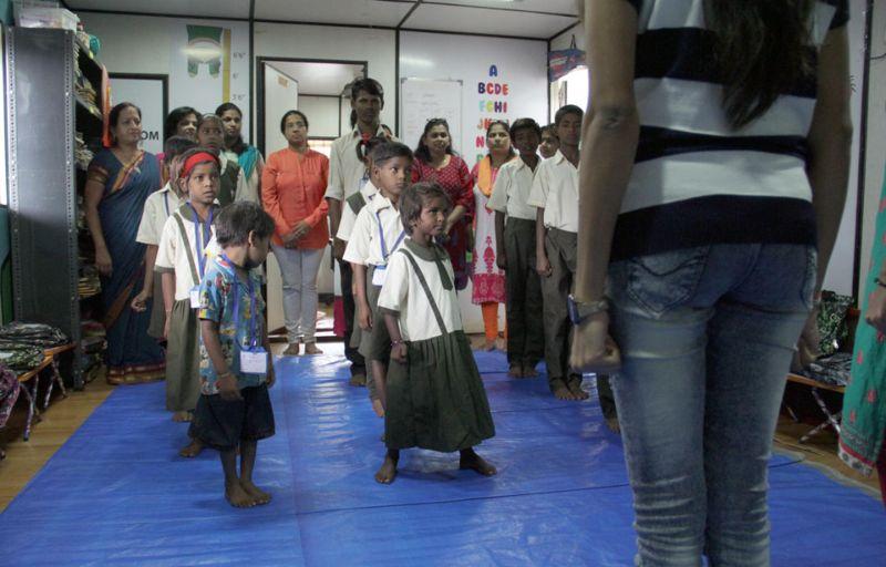 Школа в транспортировочном контейнере для бедных детишек