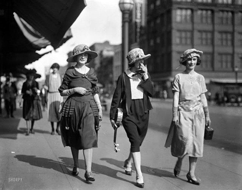 Как выглядели и одевались девушки 20-х годов