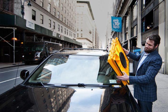 Блокиратор на лобовое стекло для нарушителей правил парковки